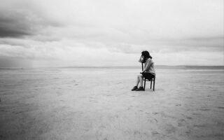 Почему возникает чувство пустоты внутри и как с ним бороться?