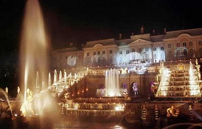 1 мая: открытие сезона фонтанов в Петергофе